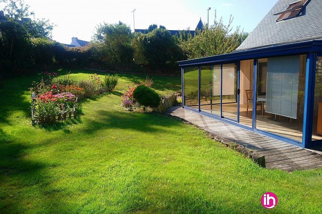 veranda avec son petit jardin fleuri