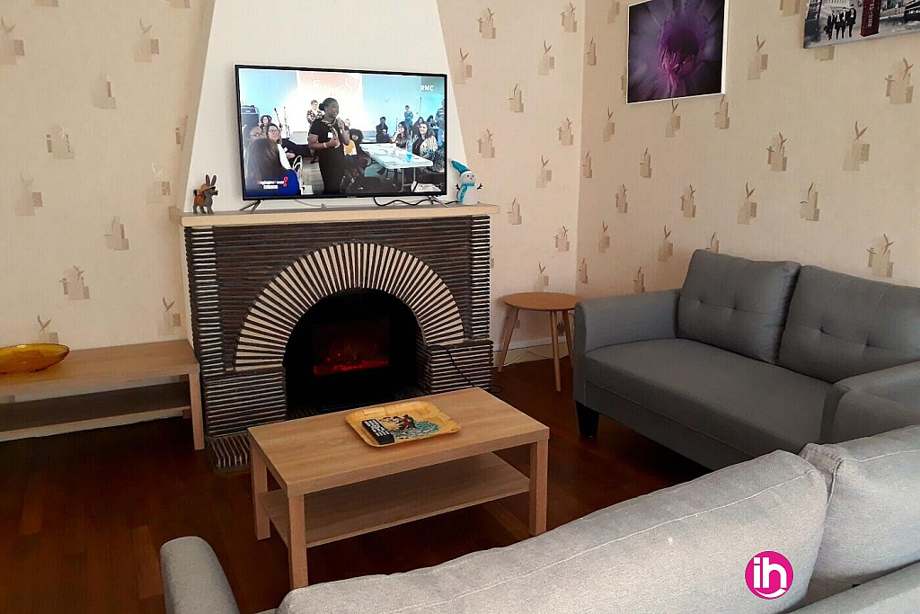 Salon TV, cheminée