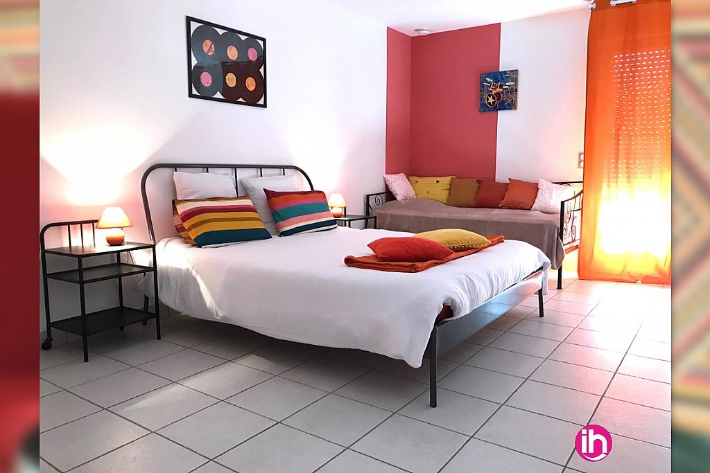 chambre 'pop' le lit double