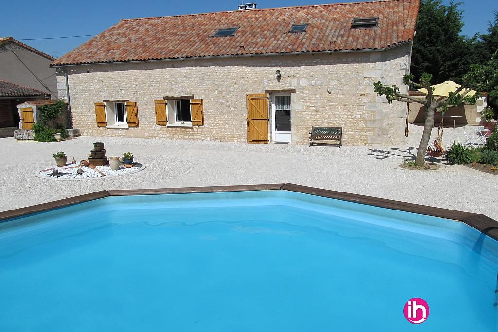 Location maison meubl pour 1 salari chauvigny for Piscine de civaux