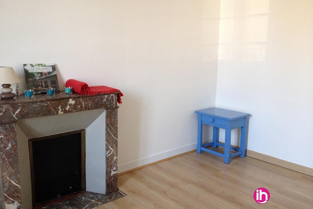 location studio meubl pour 1 salari lussac les ch teaux. Black Bedroom Furniture Sets. Home Design Ideas
