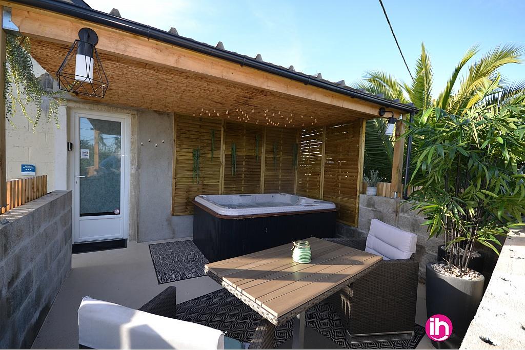 Terrasse avec Jacuzzi vue sur Rance