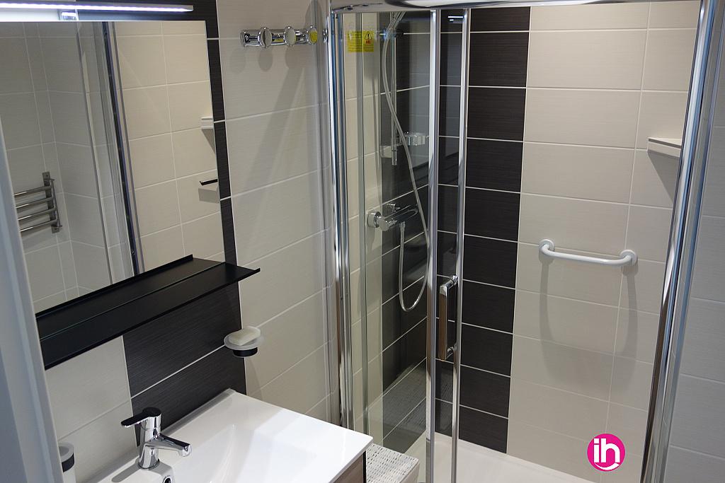 salle de bain tout équipée