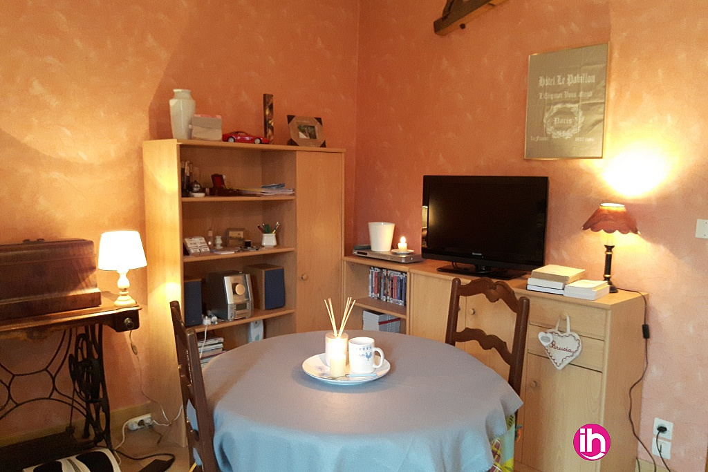 location appartement meubl pour 1 2 salari s nevoy. Black Bedroom Furniture Sets. Home Design Ideas