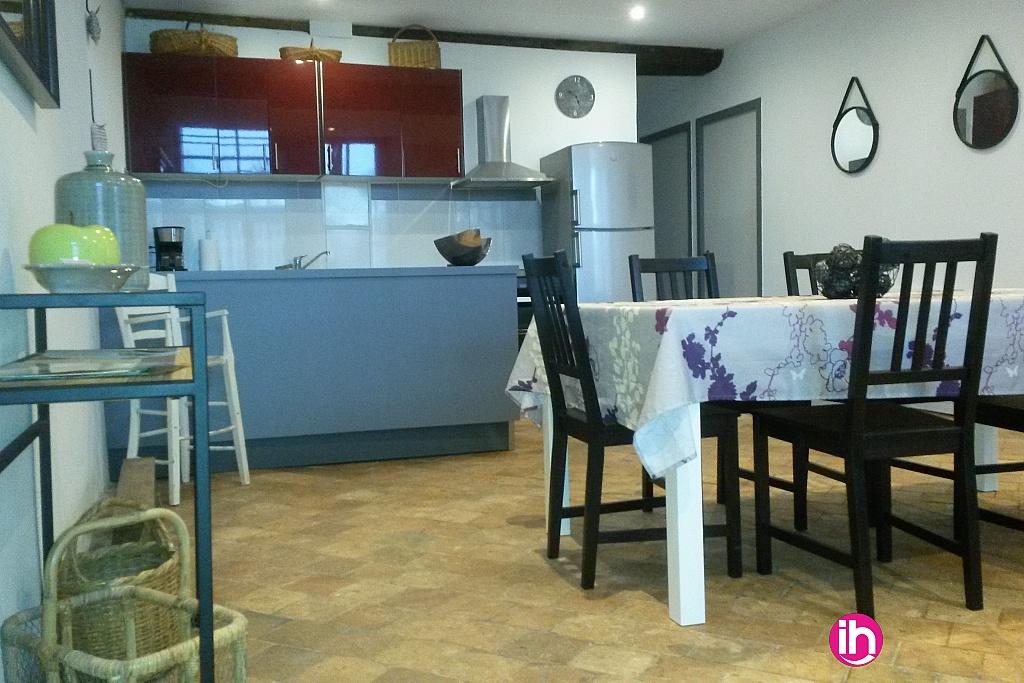 Espace cuisine et restauration dans pièce à vivre