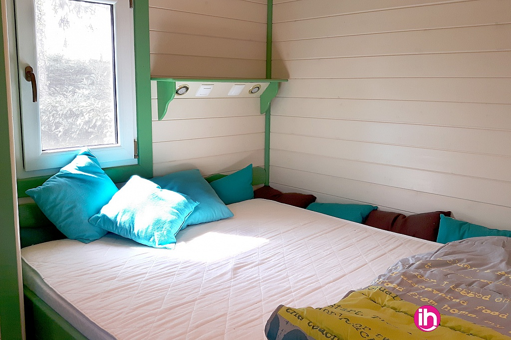 location atypique roulotte meubl e pour 1 4 salari s. Black Bedroom Furniture Sets. Home Design Ideas