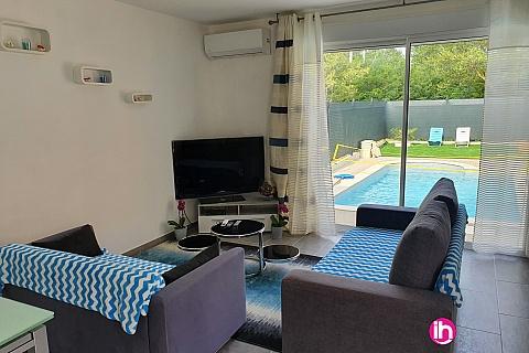 Location de meublé : Appartement  climatisé  dans propriété  privée