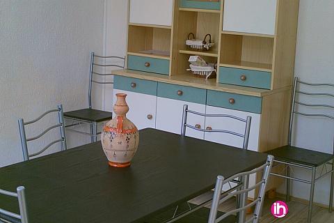 Location pour salarié en déplacement de meublé : Partage: Spacieux F5 de 110 m², 3 chambres, totalement équipé avec extérieurs.