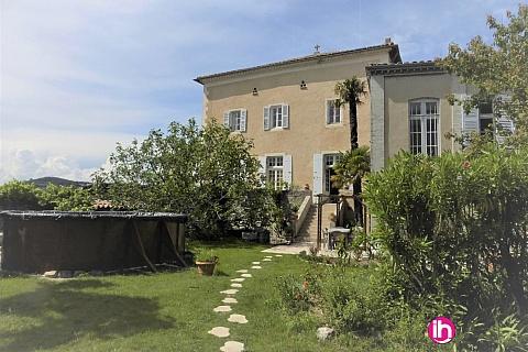 Location de meublé : LE TEIL appartement meublé dans maison cente ville avec jardin