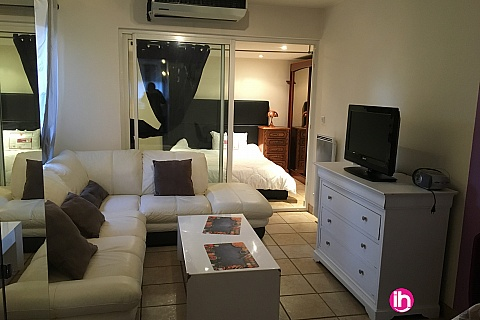 Location de meublé : BUGEY, Maison avec 2 chambres , Saint Romain
