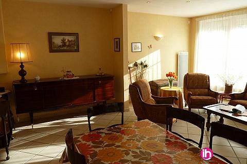 Location pour salarié en déplacement de meublé : CIVAUX, Belle Maison de village avec 4 chambres, La Trimouille