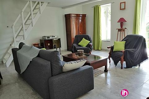 Location de meublé : BLAYAIS ,belle maison  ,2 chambres SAINT SAVIN