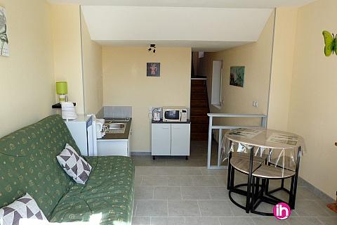 Location pour salarié en déplacement de meublé : CIVAUX, Montmorillon duplex avec terrasse