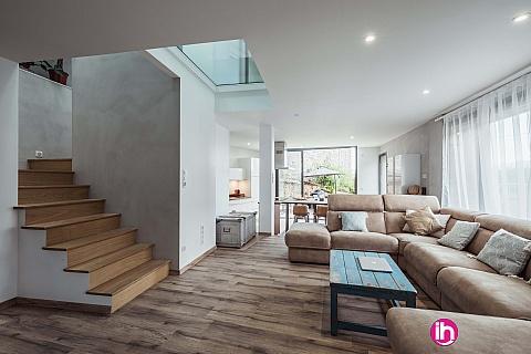 Location de meublé : Maison familliale avec piscine au Val d'oingt à 20 min de Lyon jusqu'à 5 personnes