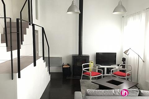 Location de meublé : ATHIS-MONS Loft type maison de ville 2 chambres
