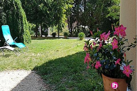 Location de meublé : CIVAUX, Appartement N° 2 de plein-pied avec mezzanine et terrasse privée, Poitiers Sud