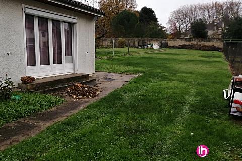Location de meublé : CIVAUX, 2 chambres d'hôtes à Bouresse