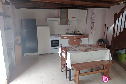 Location de meublé : CIVAUX, Petite maison 2 chambres à Lussac les châteaux