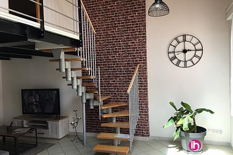 Location de meublé : BLAYAIS, Maison de ville avec cour, 2 chambres JONZAC
