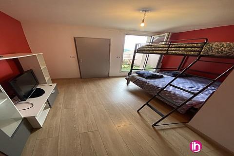 Location de meublé : BUGEY, Grande chambre avec petite terrasse, Loyettes