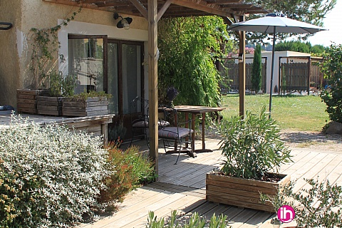 Location de meublé : AVIGNON  à 10 mn d'Avignon, charmant appartement dans propriété calme à Aramon