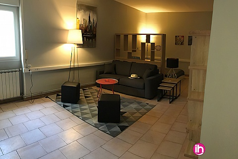 Location de meublé : NIMES Appartement Hyper centre