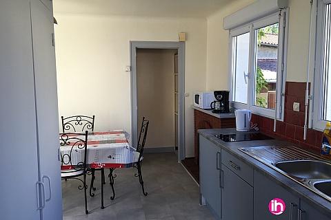 Location de meublé : CIVAUX LUSSAC LES CHATEAUX Appartement T4 plein coeur de ville idéal pour déplacements professionnels