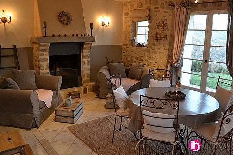 Location de meublé : DIGNE LES BAINS GITE, pour 8 personnes avec piscine et patio, Aiglun