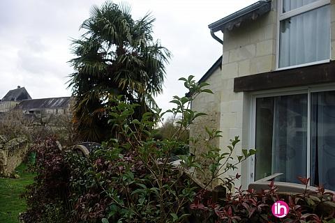 """Location de meublé : """"Vue sur l'Abbaye"""" Gite plein centre-ville Bourgueil 2ch avec terrasse"""