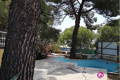 Location de meublé : NIMMES T4 avec piscine