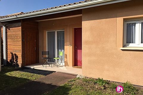 Location de meublé : BLAYAIS, Belle petite maison rénovée au calme dans résidence sécurisée, ETAULIERS