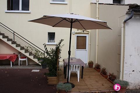 Location de meublé : BLAYAIS ,petite maison au calme, ST BONNET SUR GIRONDE