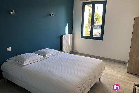 """Location pour salarié en déplacement de meublé : SAUMUR - FONTEVRAUD - Tres bel appartement """"Le gite Spirale"""" de type T4, Saint Just Sur Dive"""