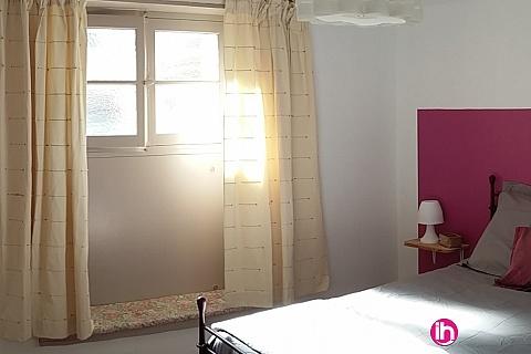 Location pour salarié en déplacement de meublé : Gite de 55m2 en rez de jardin d'une maison  donnant sur parc arboré proche Civaux Poitiers Montmorillon