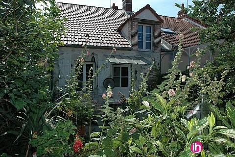Location pour salarié en déplacement de meublé : BRIARE Petite maison charmante meublée avec jardin