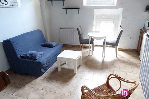 Location pour salarié en déplacement de meublé : PIERRELATTE TRICASTIN, T2 duplex centre ville Bagnols sur Cèze