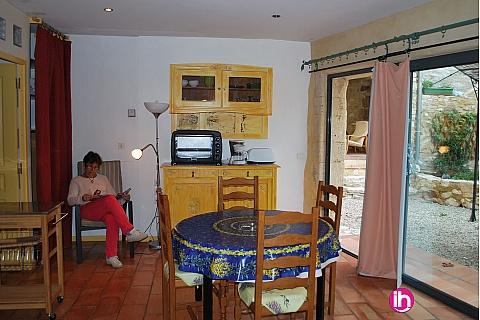 Location pour salarié en déplacement de meublé : AVIGNON, Studio dans maison vigneronne du 18ème, Saint Victor La Coste