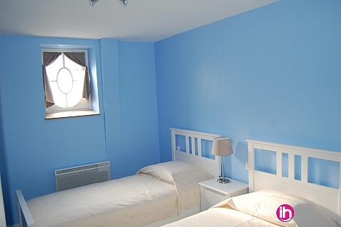 """Location de meublé : Chateau de Pont Chevron, Ouzouer sur Trezee, """"Les Communs"""" - Chambre Bleue"""