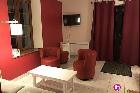 Location pour salarié en déplacement de meublé : AMBAZAC A proximité de Limoges : maison en pierre dans cadre verdoyant