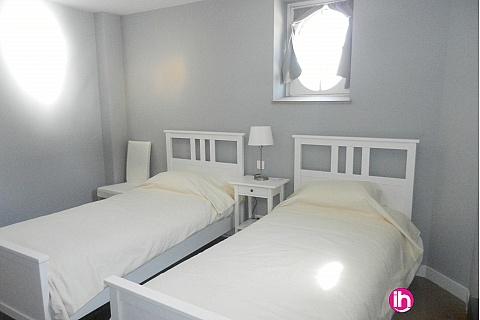 """Location pour salarié en déplacement de meublé : Chateau de Pont Chevron, Ouzouer sur Trezee, """"Les Communs"""" - Chambre grise"""