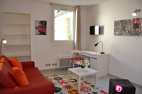 Location de meublé : TOURS, hyper centre, studio cosy, calme , adorable dans quartier Historique,
